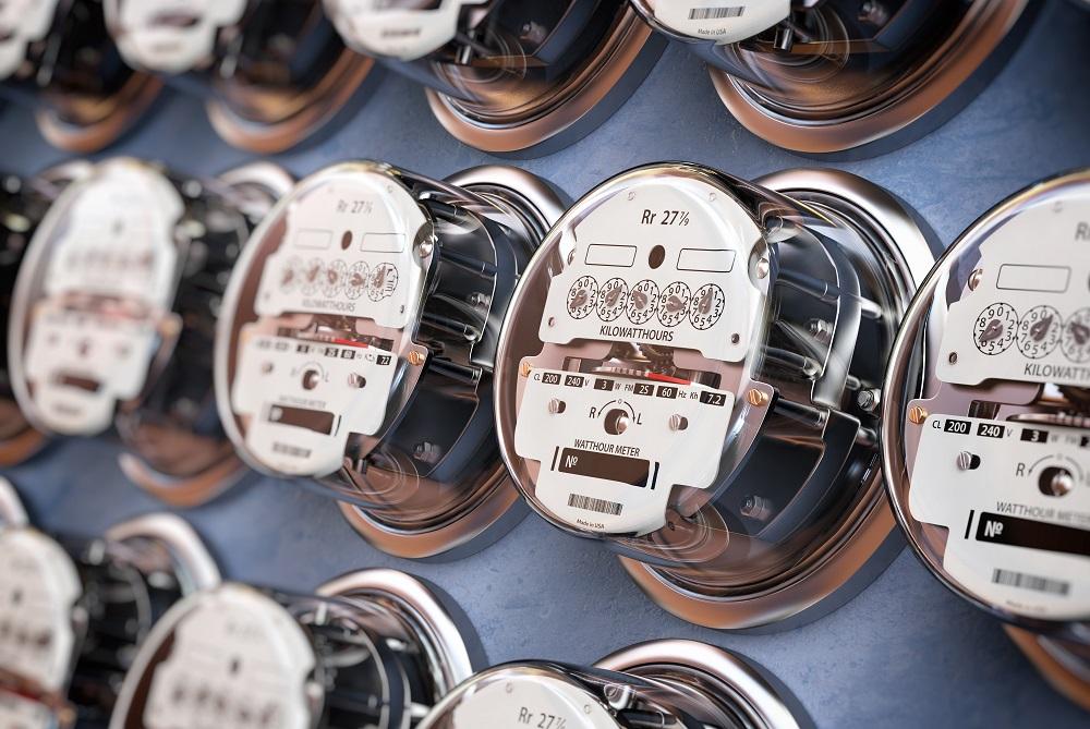 vários relógios que registram o consumo de luz na residência