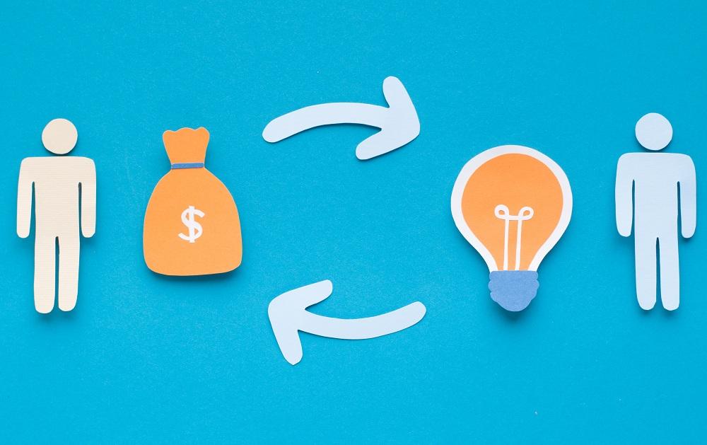 representação de dois bonecos investidores e um ciclo entre dinheiro e uma lampada