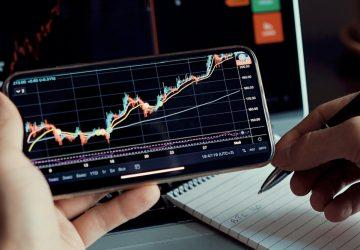 gráfico de dados de análise do mercado de ações de investimentos no smartphone